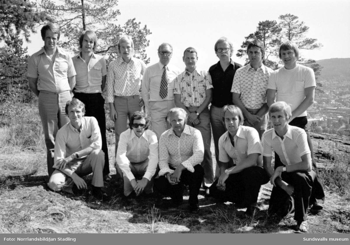 Gruppbild av Trygg Hansa-anställda på Norra berget.