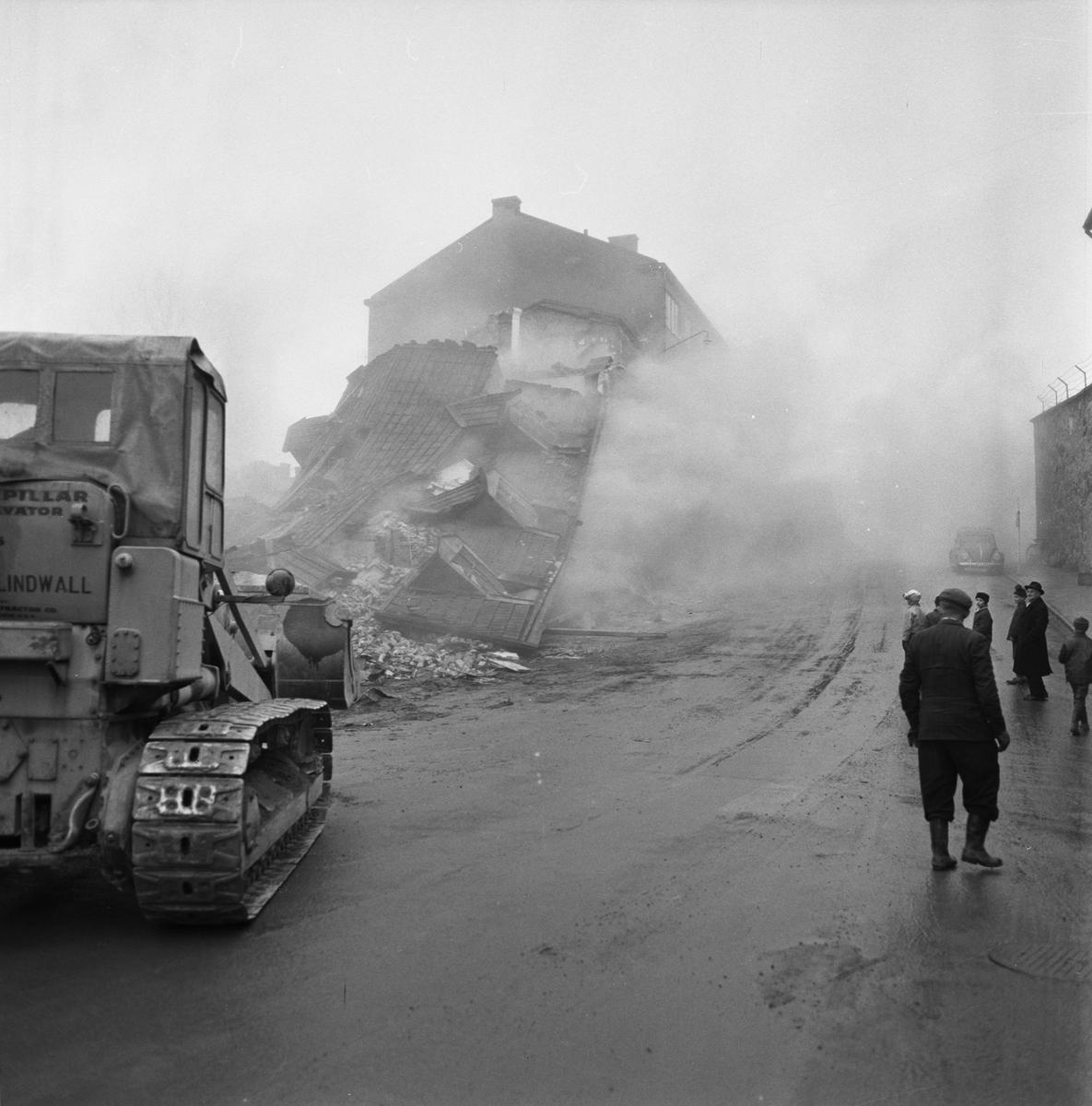 Övrigt: Fotodatum:26/3 1963. Byggnader och Kranar. Närmast identisk bild: V24056 och V24057, ej skannade. Rivningsområdet Amiralitetsgatan