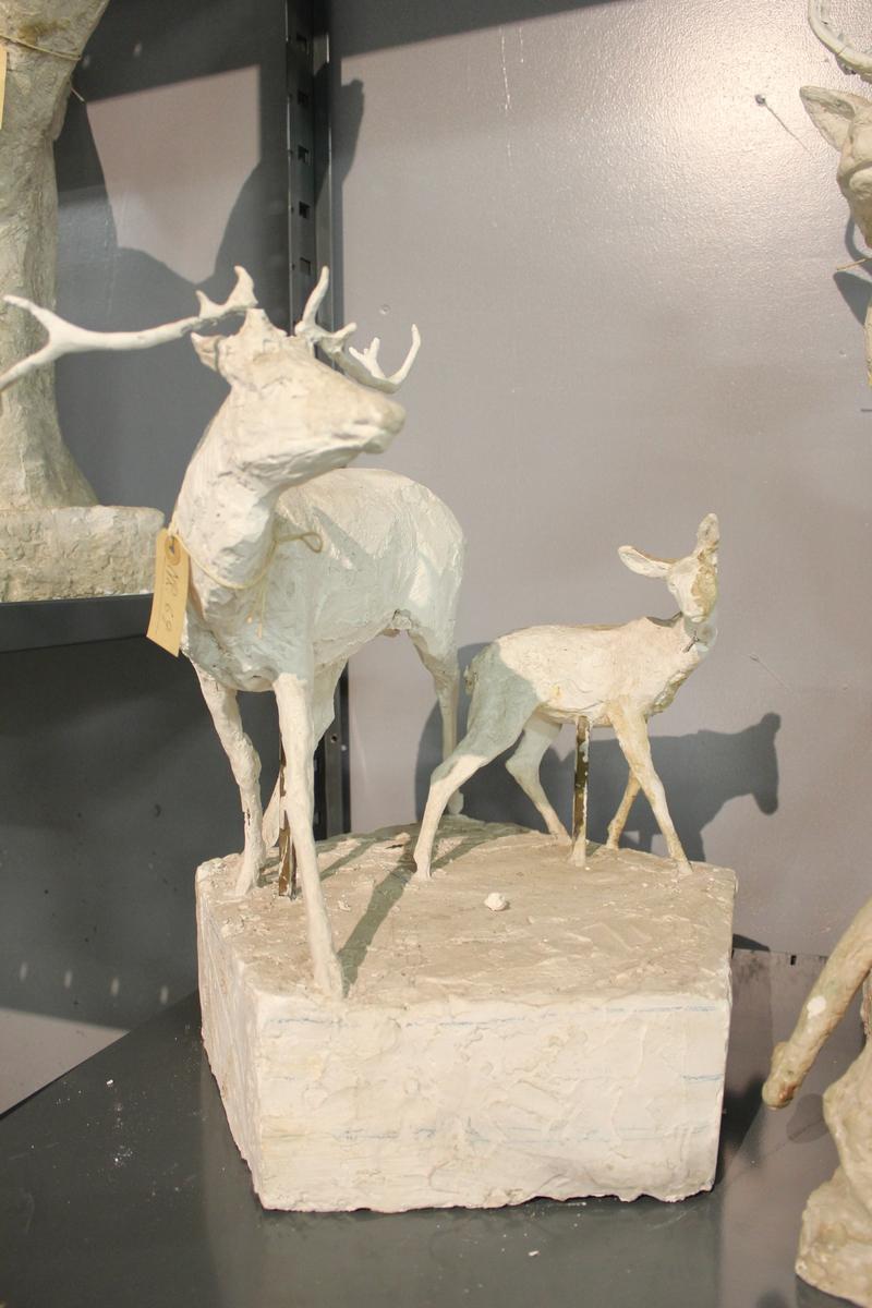 Skulptur i gips som er forarbeid til hjortegruppen på Eidsvolls plass i Studenterlunden i Oslo.