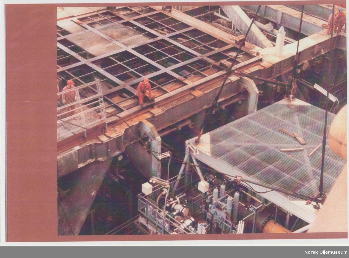 Manifold skid being installed