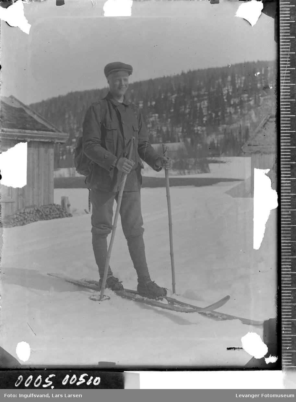 Portrett av mann på ski.