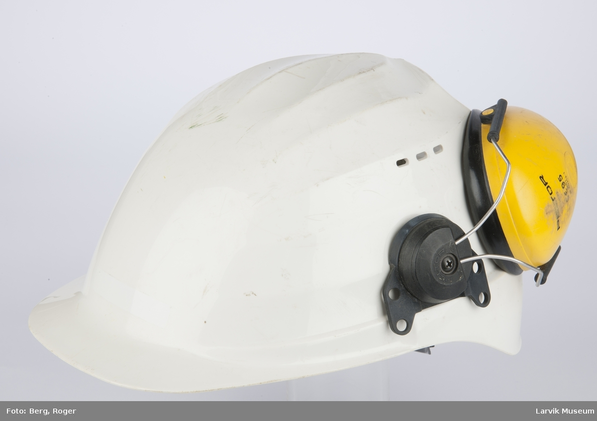 Form: Med gule øreklokker.