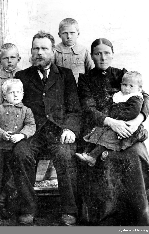 Lars Buvik og Margrethe Olsdatter Hagen med barna Kristian, Ottar, Olav og Petter