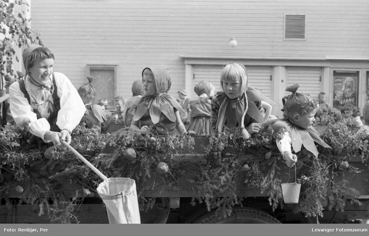 Barnas dag, Levanger, barn som eventyrfigurer.