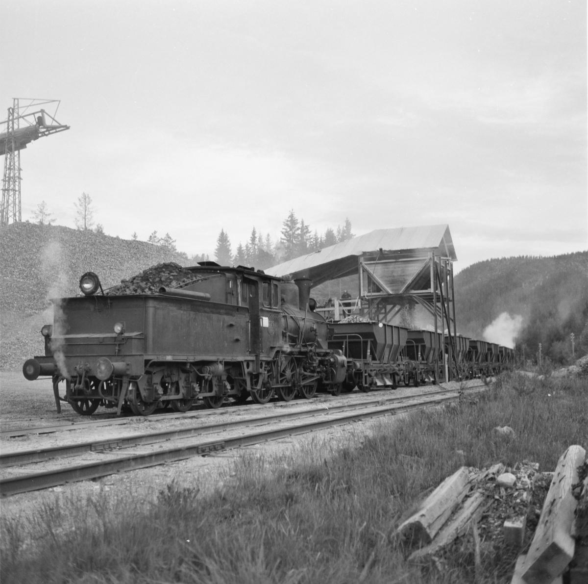 Pukktog ved Svene pukkverk trukket av damplok 21b nr. 225.