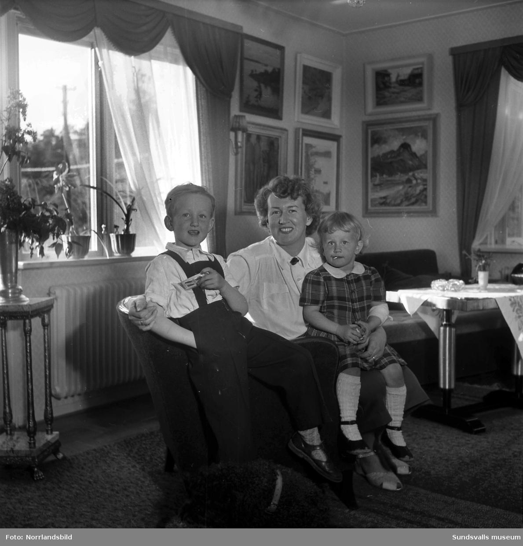 Svea Amsby med barnen Carl-Gustaf och Anna-Karin.