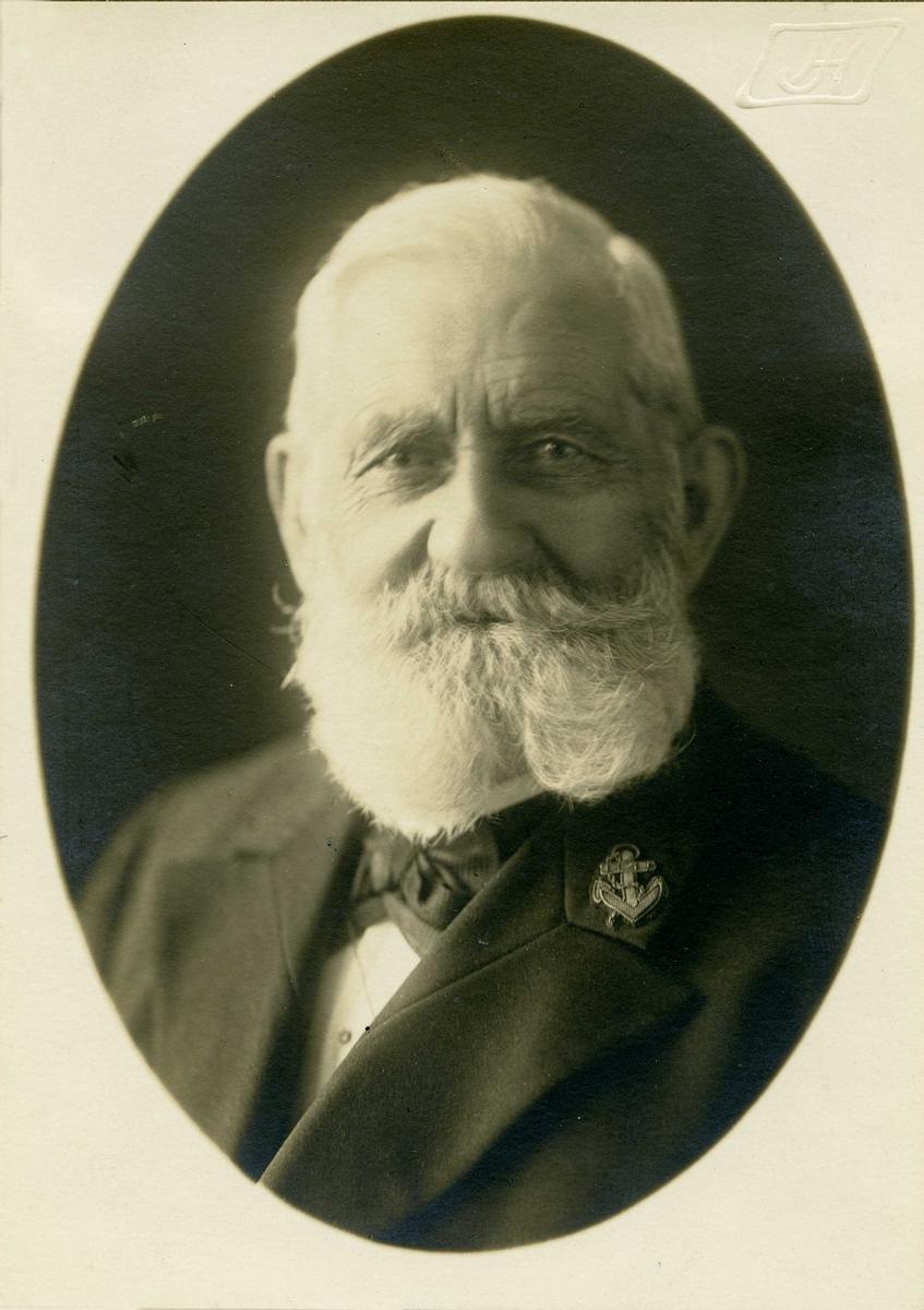 Portrett - Eldre herre med skjegg.