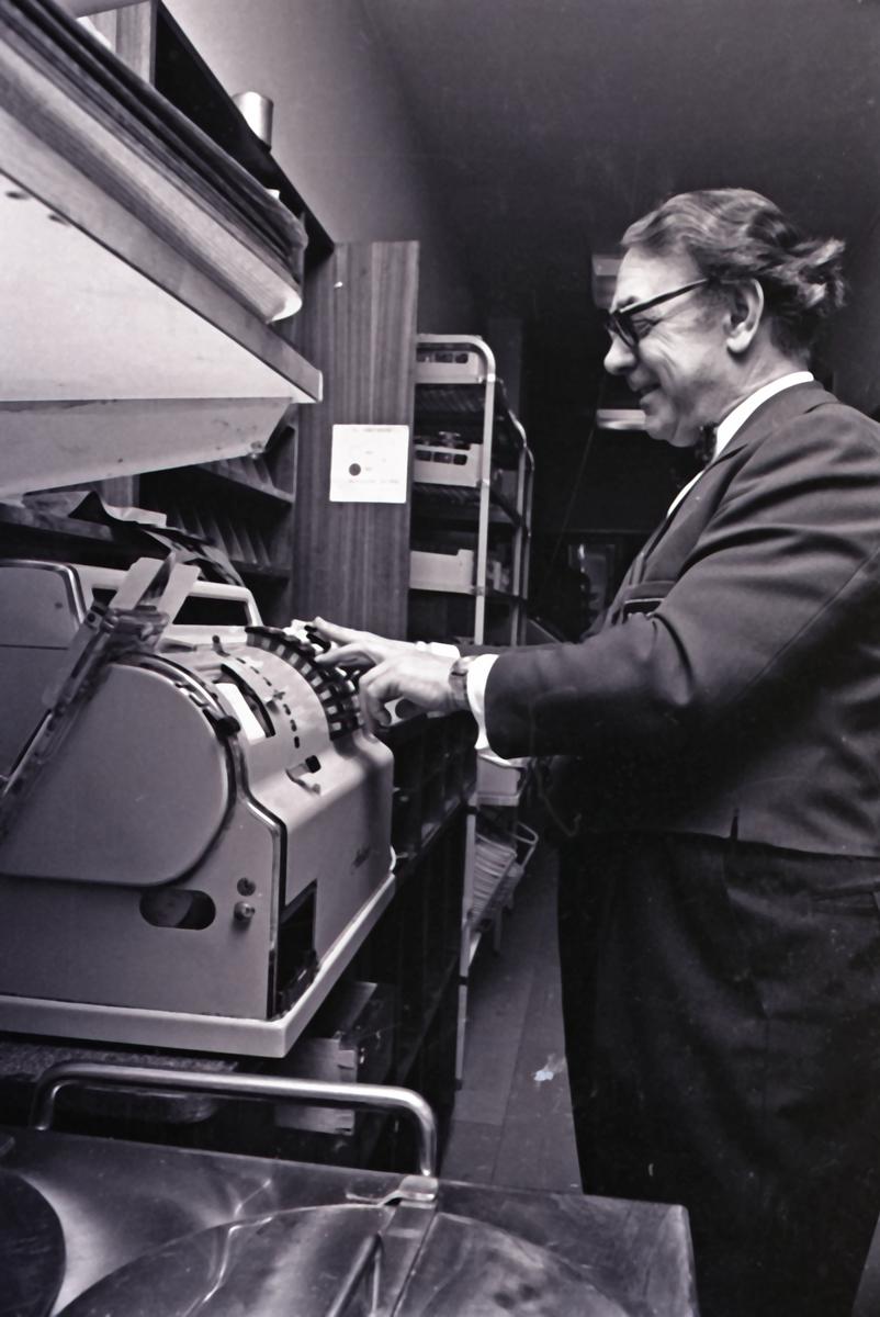"""Haugesund Dagblad - """"Bak kulissene"""" - SAGA 25/3-1972."""