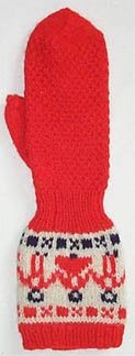 Barn-kragvante i 3-trådigt (blå och röd) och 2-trådigt naturvit ullgarn.2cm röd resår, gubbabård i röd och blå på naturvit bottenpå kragen. 4cm resårrunt handleden,,handen i moss-stickning tumme och avmaskning slätstickat