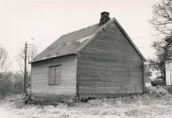 Dokumentasjonsfotografi i serie av eksteriør og interiør fra