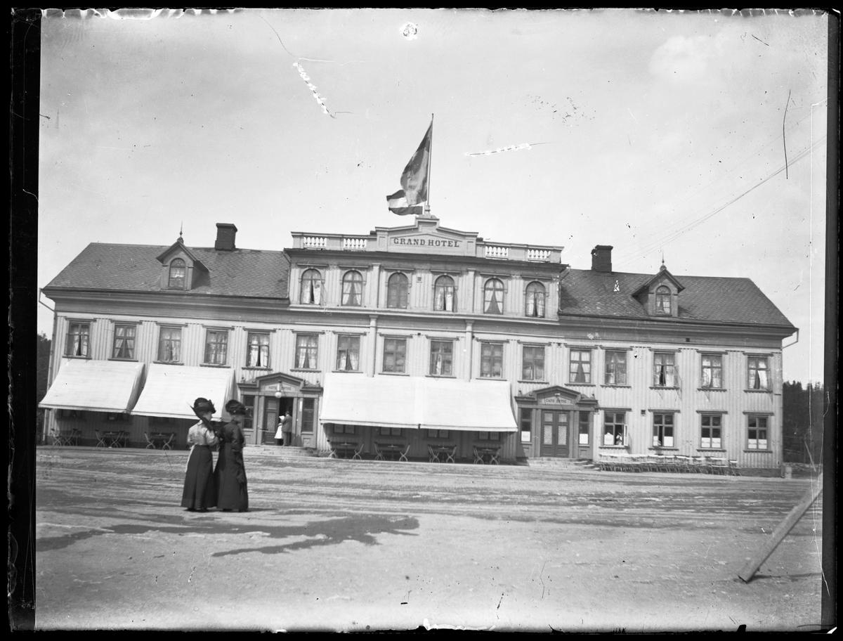 Trollhättan. Grand hotel, Karl Johans torg.