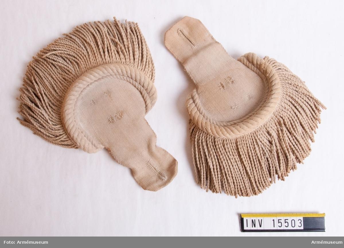 Grupp C I. Epåletter, go 26/7 1815 (Göta Livgarde) för manskap, Andra Livgardet. Ur uniform sammansatt av persedlar från olika regementen.