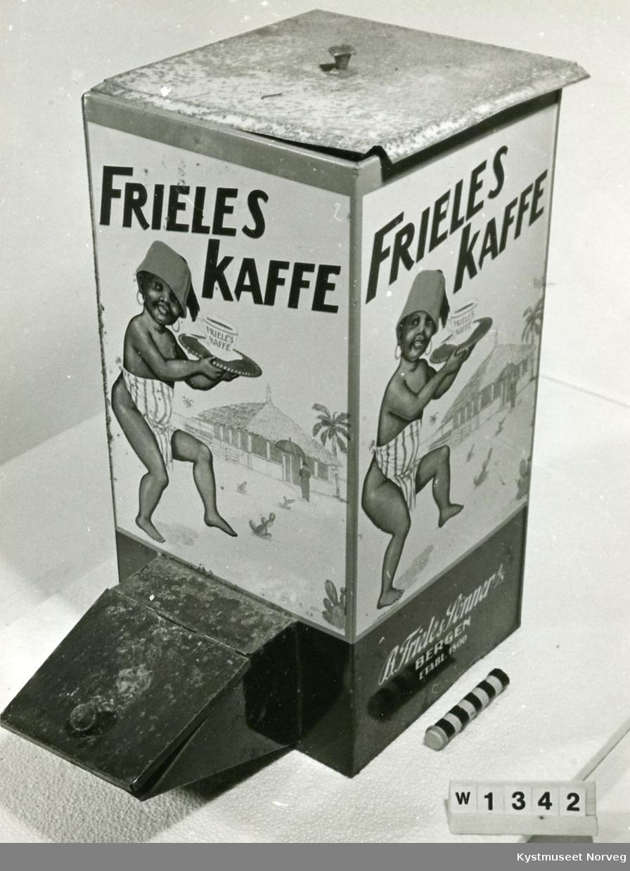 Negergutt m/kaffekopp, stråhytte, palme. FRIELES KAFFE