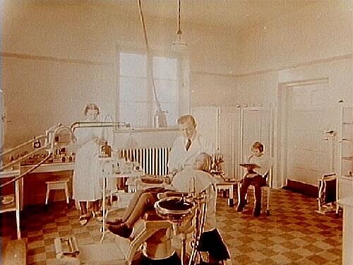 Interiör från tandläkarmottagningen på Engelbrektsskolan.Tandläkare V. Nordenmark