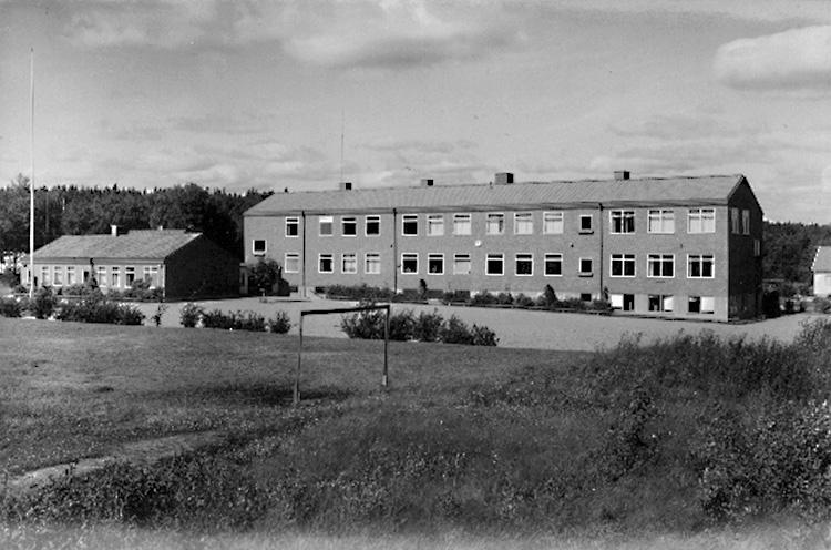 Hjortkvarn, Centralskolan, tvåvånings skolbyggnad.Bilden tagen för vykort.Förlag: Konsum.