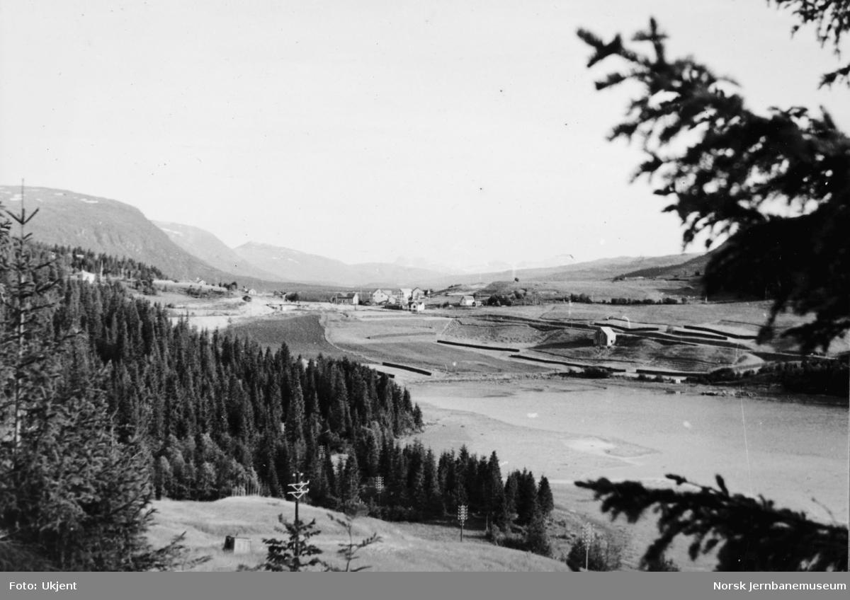 Jernbaneanlegget Mosjøen-Mo i Rana : Finneidfjord sett mot sørøst, pel 6950
