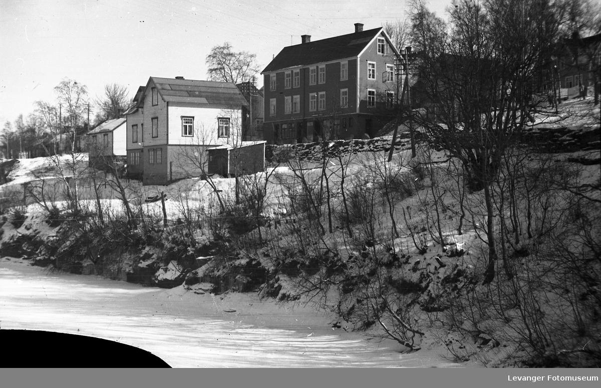 Vintermotiver. Trehusbebyggelse langs Gamle Kongeveg, Frol.