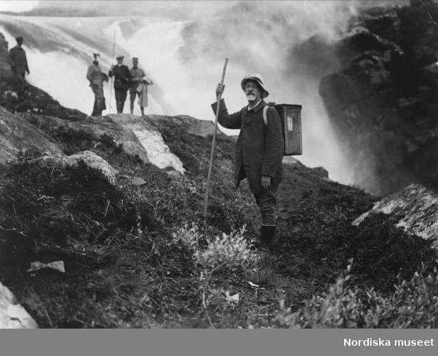 Svenska Turistföreningens styrelse på inspektionsresa till Stora Sjöfallet år 1916. Ledamoten Seth von Konow närmast kameran.