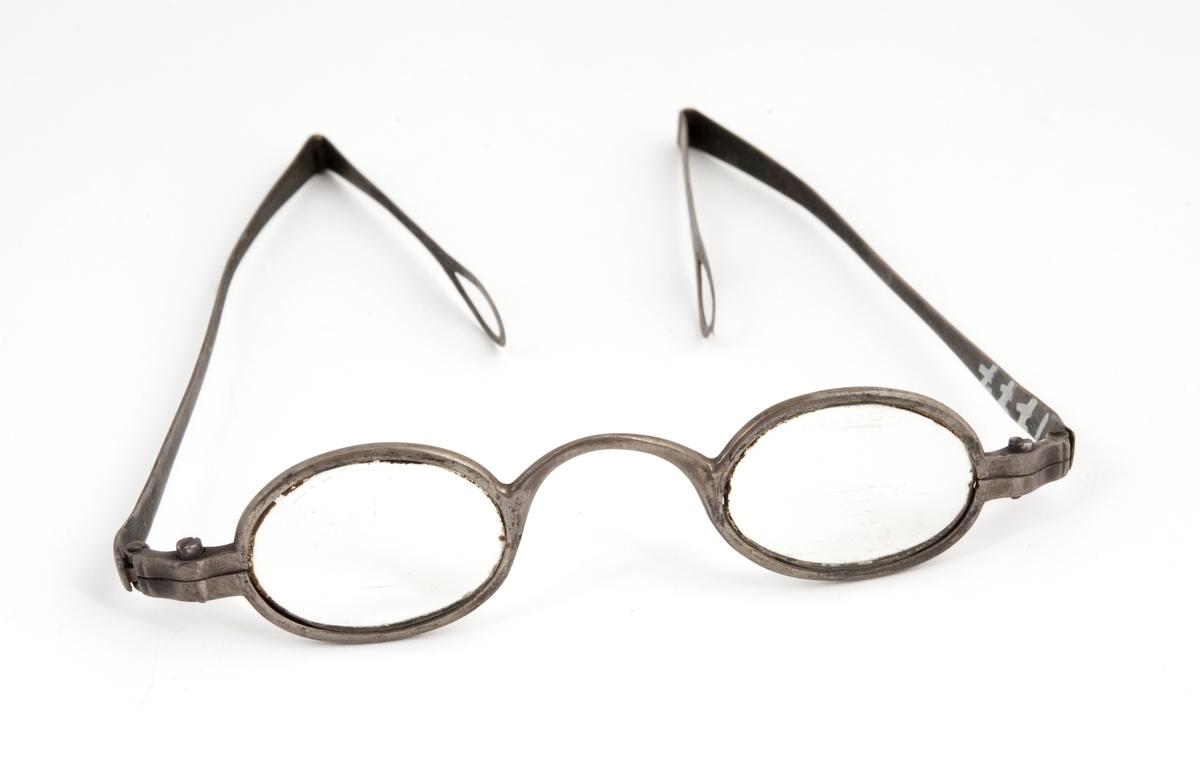 Et par briller efter Eidsvollsmannen Johan Sørbrøden.