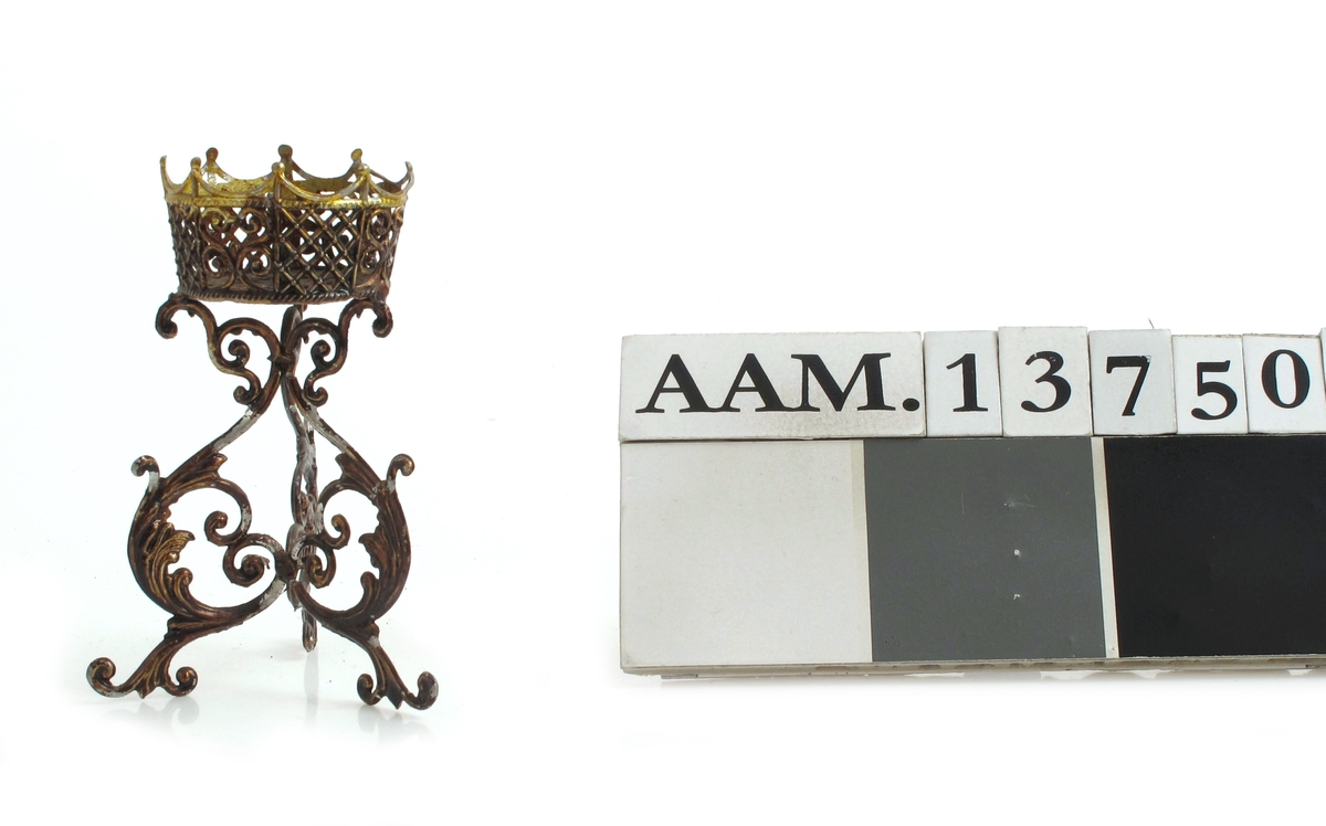 Blomsterstativ, bronsert metall, tredelt fot
