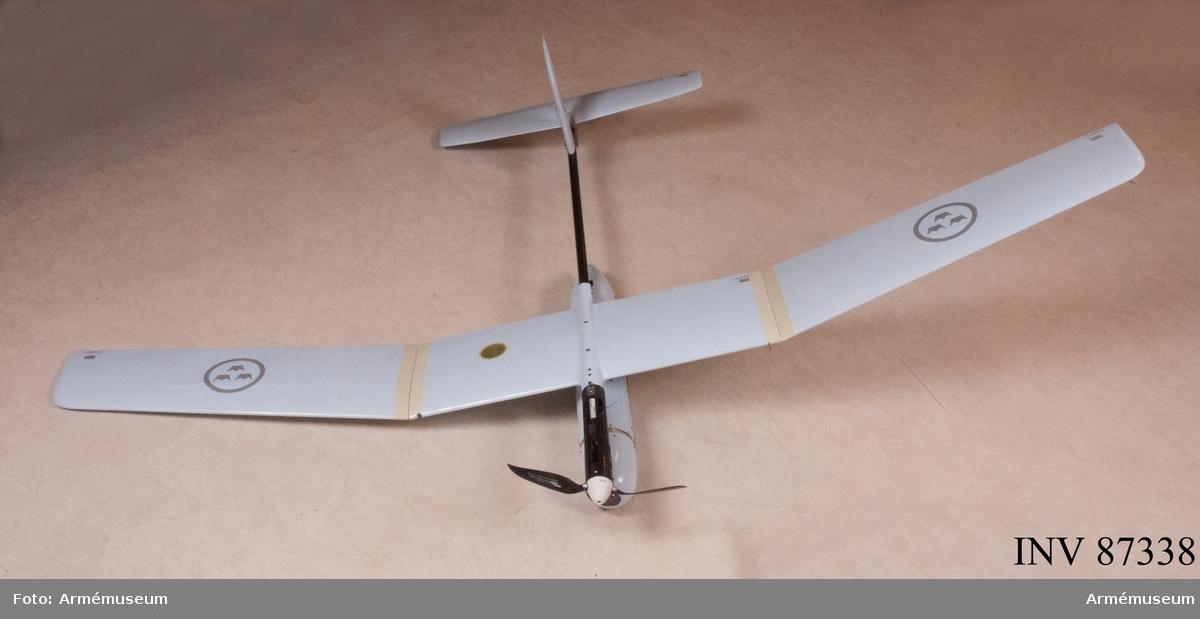 Individnr 507073 (se avionikkapsel)  Maxhastighet: 70 km/h Flygkapacitet:  1,5 timme Räckvidd: 10 km  F9737-000001 Vingsektion mittre F9737-000002 Stjärtdel F9737-000003 Servoarm F9737-0000079 Motorenhet F9737-0000080 Propeller F9737-000005 Vingsektion höger F9737-000006 Vingsektion vänster F9737-000004 Stabilisator (stjärtfena och bakparti) F9737-000008 Avionikkapsel F9737-000011 Luftkudde F9737-000009 Lucka luftkudde F9737-000010 Antennkåpa F9737-000016 Kameraenhet Dag F9737-000017 Kåpa kameraenhet F9737-000018 Fönster kameraenhet F9737-000019 Kameraenhet natt F9737-000060 Skydd kameraenhet 4 st F9737-000051 Pitotrörsskydd