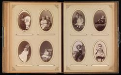 Trettende oppslag i cartes-de-visites-album. På begge sider