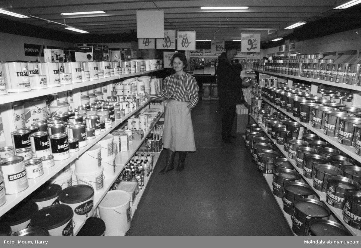 Wenche Johannesen i sitt nyöppnade Interiörcentrum i Kållered, år 1984.  För mer information om bilden se under tilläggsinformation.