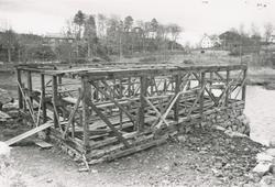 Bildeserie av gjenoppføringa av Larsnesbua på Sunnmøre Museu