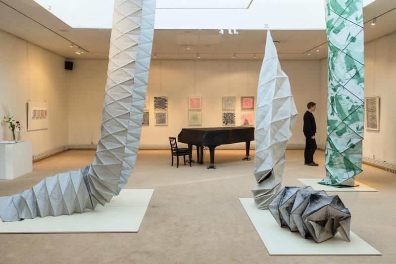 Utstillingen Crossness med arbeider av kunstneren Tone Hellerud i kunstgalleriet på Norsk Skogmuseum 2016.