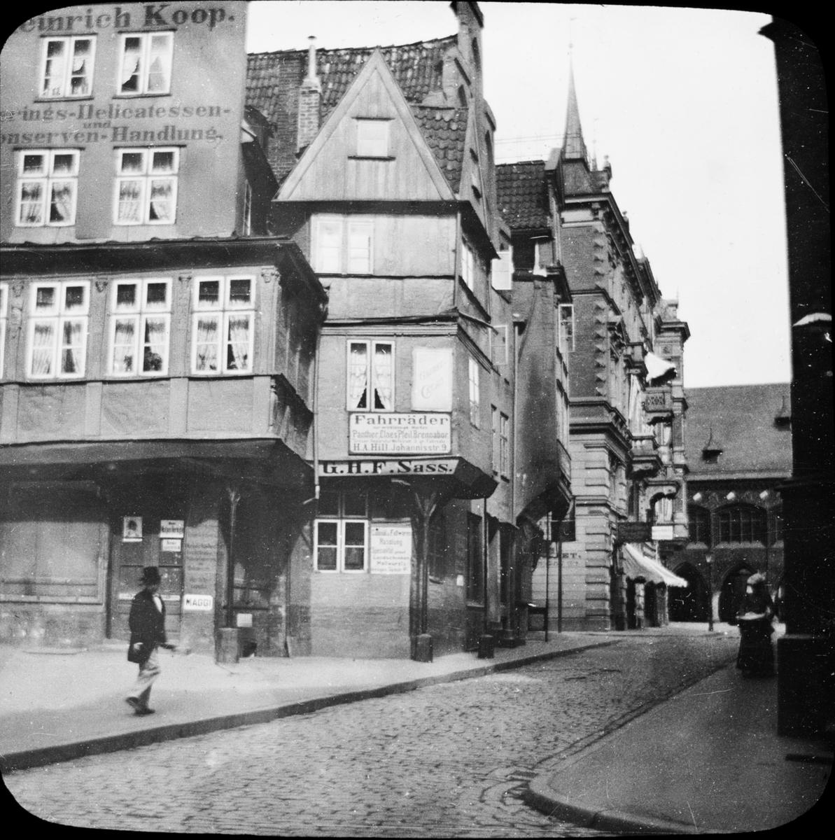 Skioptikonbild med motivfrån Lübeck. Bilden har förvarats i kartong märkt: Lybeck 1901. 8.