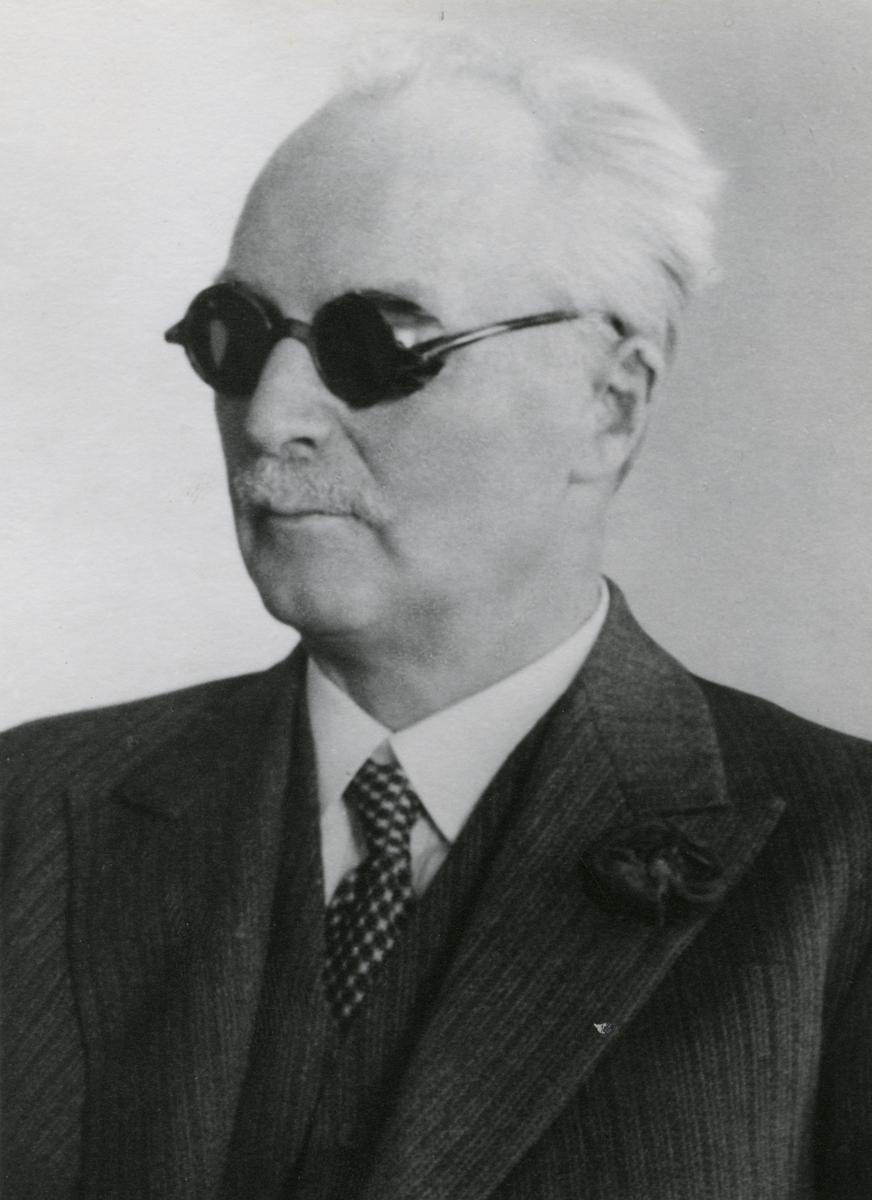 Under sin livstid tog Gustaf Dalén inte mindre än 99 patent. Hans energi och vilja var okuvliga och han fortsatte sitt arbete även efter en svår olycka som gjort honom blind. Gustaf Dalén uppfann ett revolutionerande system för fyrbelysning och skapade företaget AGA. 1912 tilldelades han Nobelpriset i fysik.