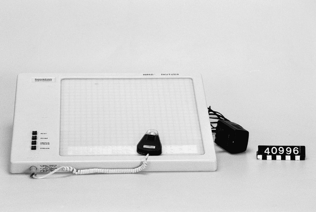 Digitaliseringsbord - Tekniska museet / DigitaltMuseum : vit plastskiva : Inredning