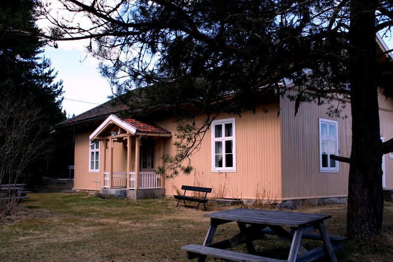 Skinnarbøl skole (Foto/Photo)