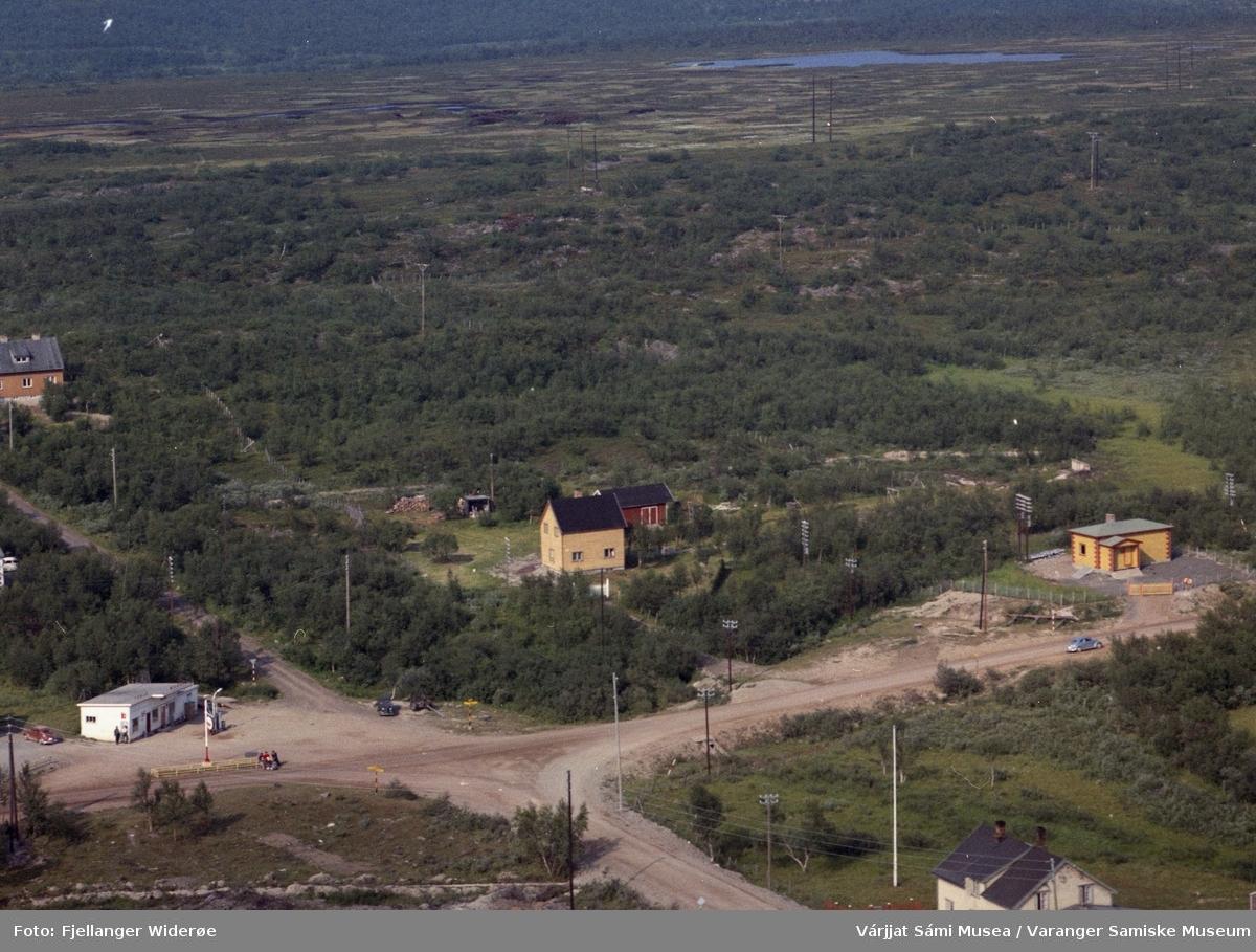 Flyfoto av  Vuonnabahta / Varangerbotn  i Unjárgga gielda / Nesseby kommune 1963
