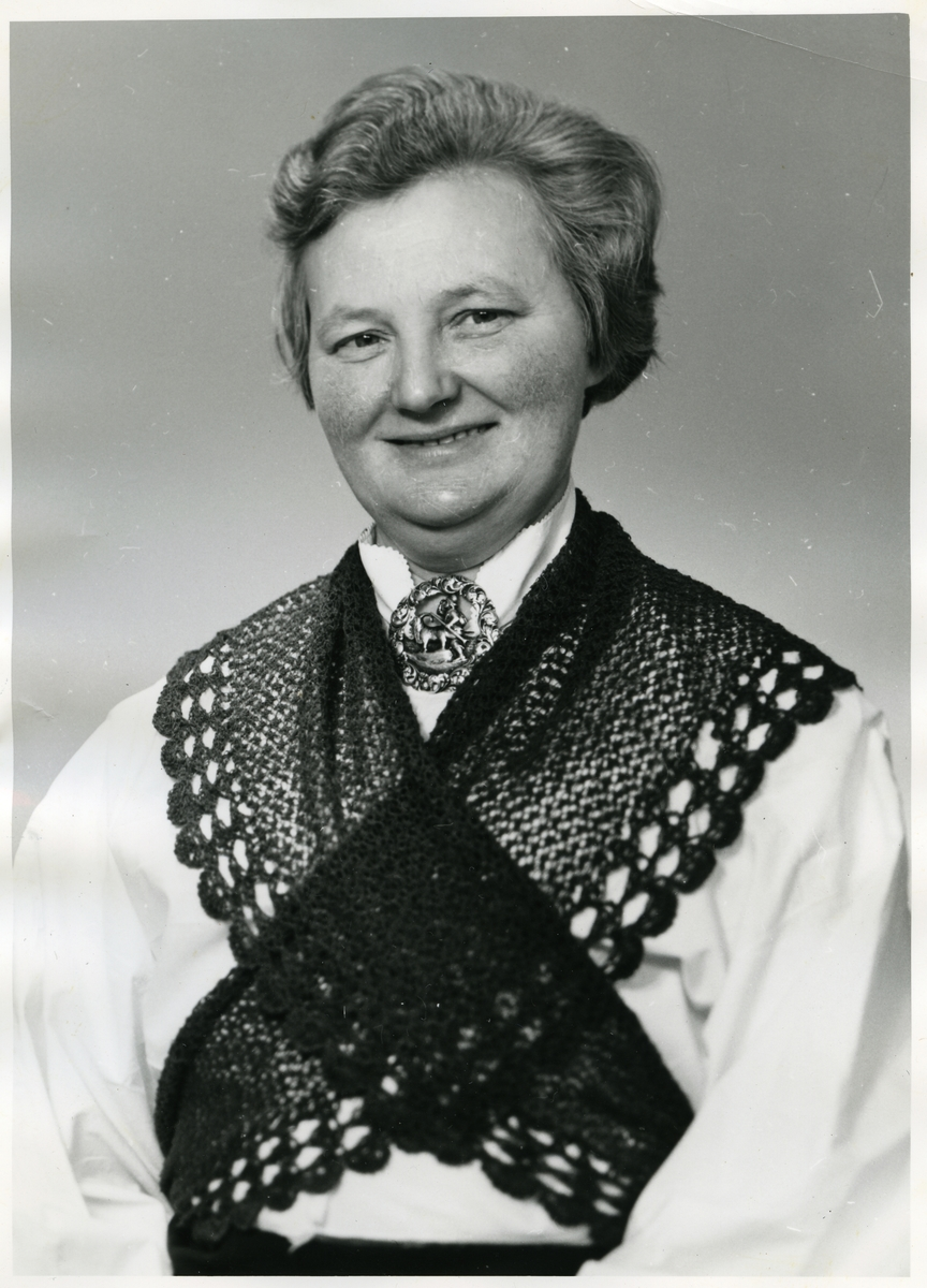 Bunadskjorte etter Dorte Dal med halsklutplagg. Fra Vang i Valdres, ca 1800.