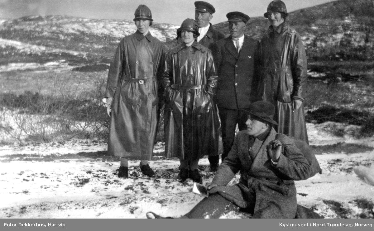 Fra Venstre: Agnes Dekkerhus, Ellen Prestvik, Olaf Tjernvik, Anders Kiel, Alma ? og sittende Talberg Hamran