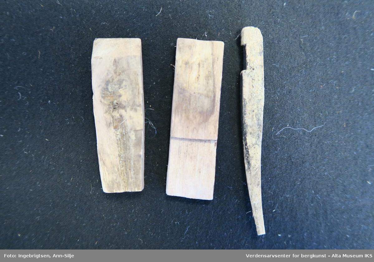 Form: 2 korte og brede, 1 lang og tynn
