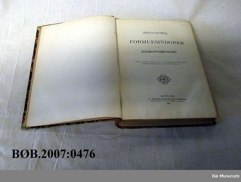 Innbunde bok med skinnrygg