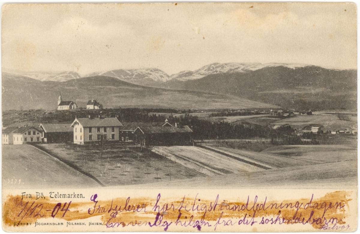 Garden Borgja med kyrkjene bak, Bø i Telemark