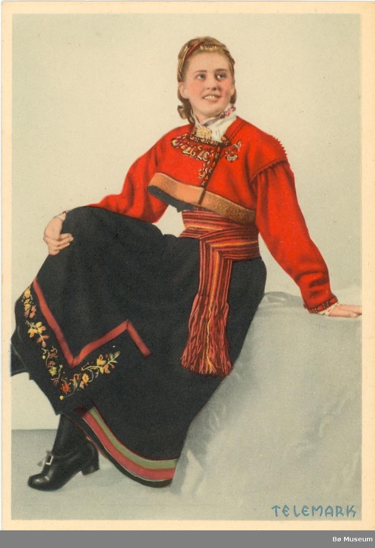 Kvinnebunad frå Aust-Telemark