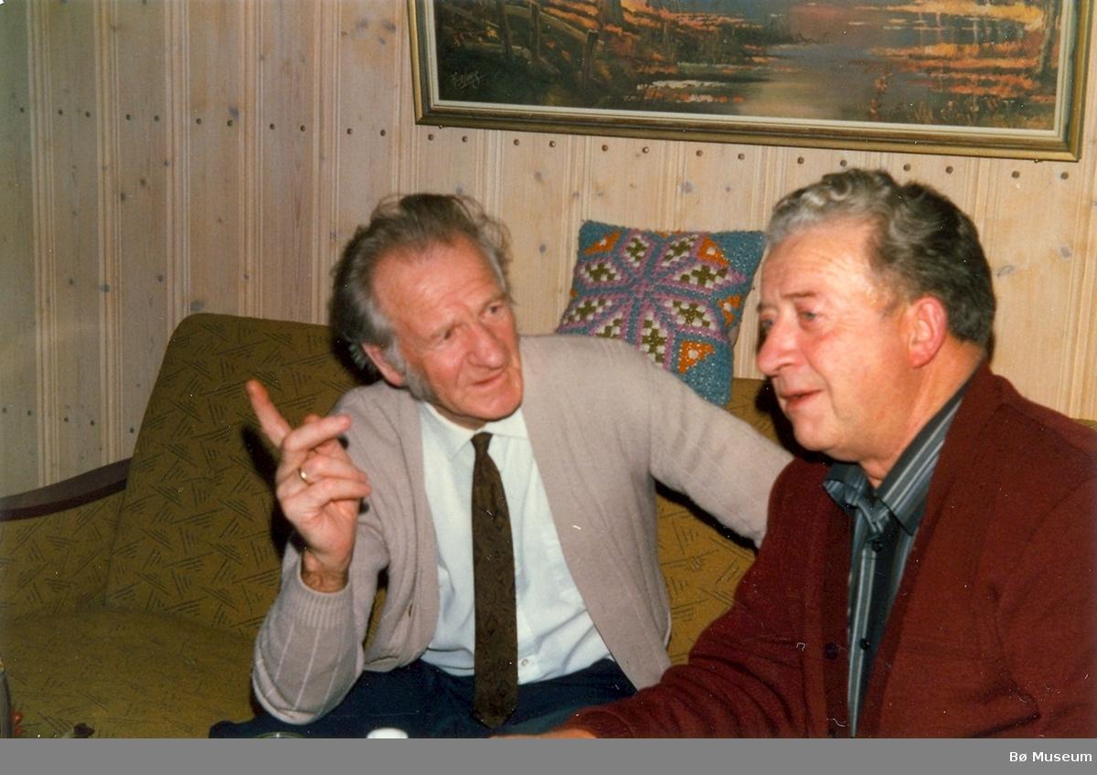Bjarne Øen og Jens Amundsen hos Anund Roheim på Bjønnemyr 1982