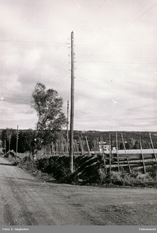 Linjekurs med 8 isolatorhøyder uten telefonjern. Ilseng Romedal i Stange.