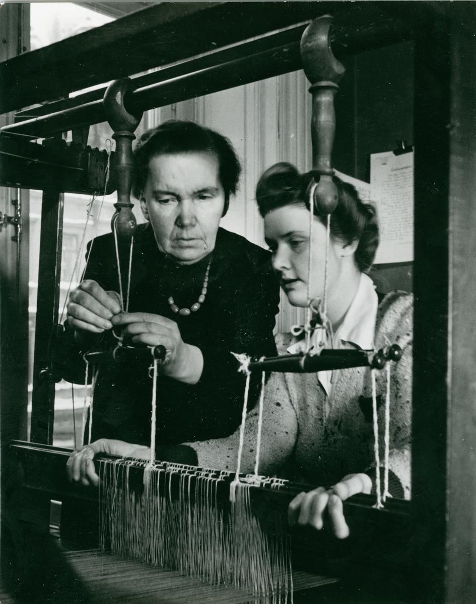 Alma Jacobson och Margareta Åkerberg, Johanna Brunssons vävskola.