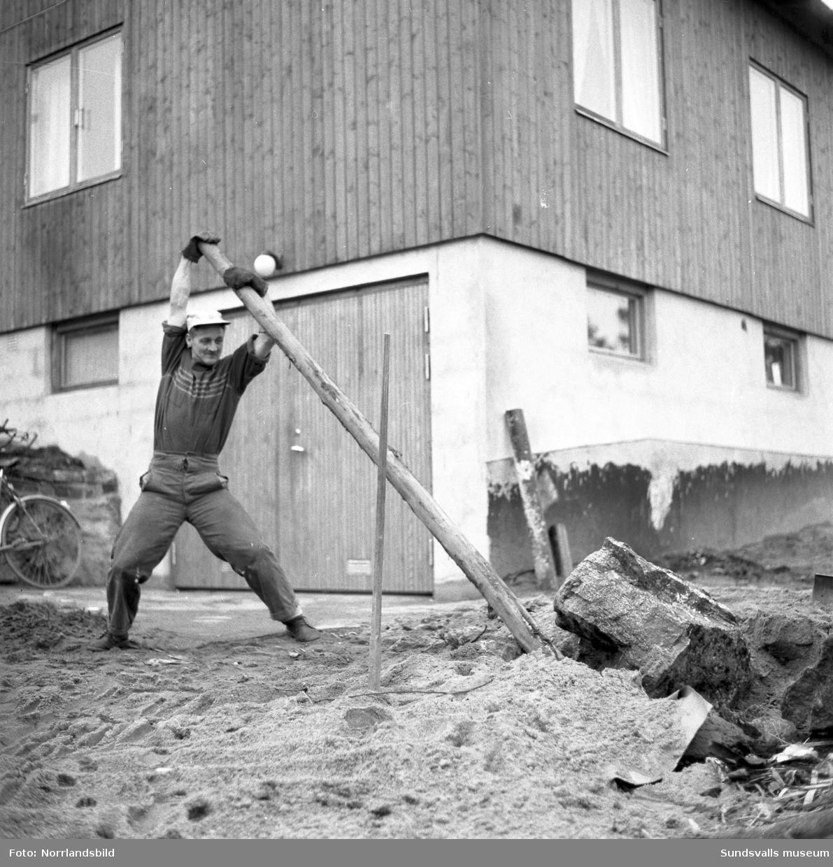 Ute- och innejobb vid Svartviks fabrik.