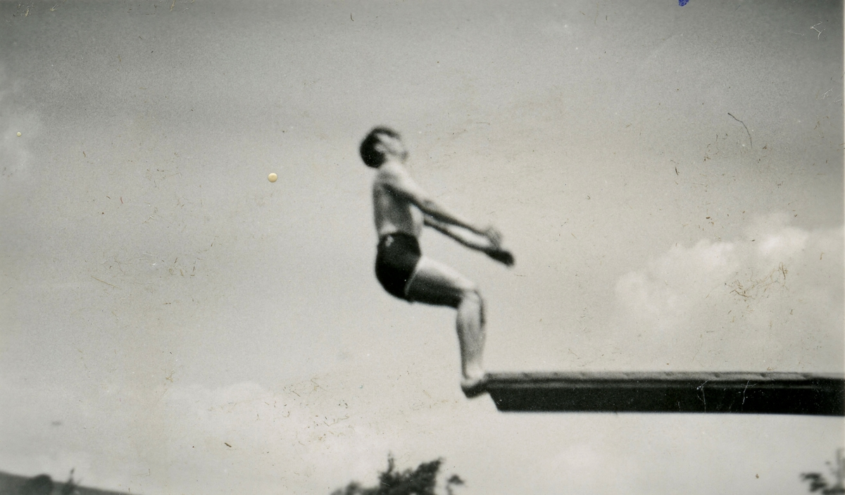 Athlete Birger Ruud diving - 1