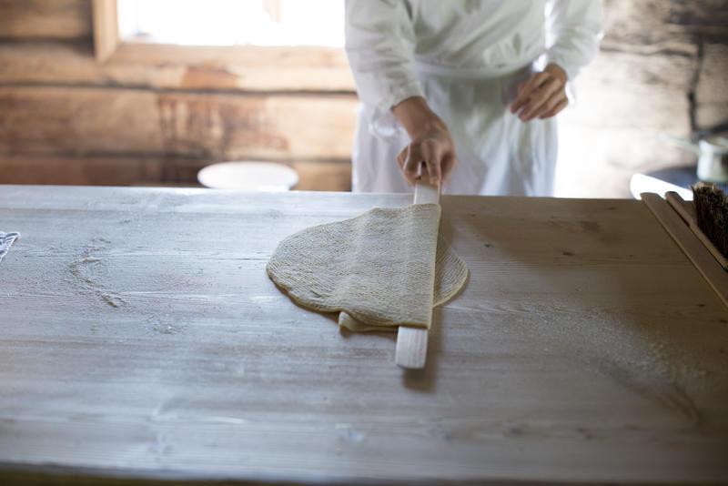 Close up of baking lefse (Foto/Photo)