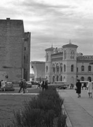 Vestbanen, med rester av den gamle Vika-bebyggelsen..Skip i