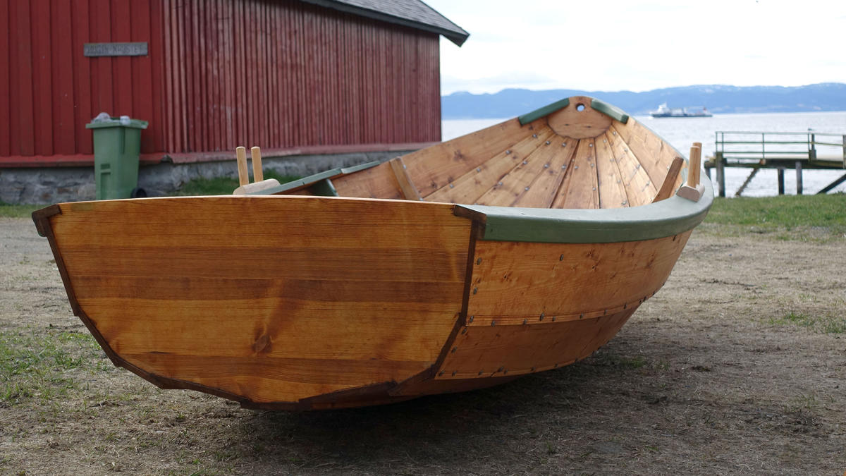 """Small wooden dinghy, """"Skeise"""""""