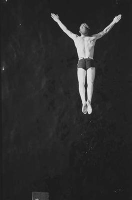 Stupende mann, Ingierstrand bad. Anders Beer WIlse, 1938.. Foto/Photo