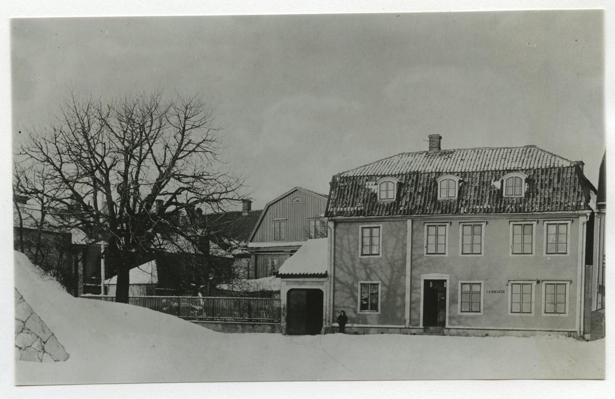 Kreugerska gården. Omkring 1890. Porten flyttades 1893.